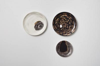 Sad Eyes / 2018 / glaze & 24K gold lustre on ceramic / wall mounted