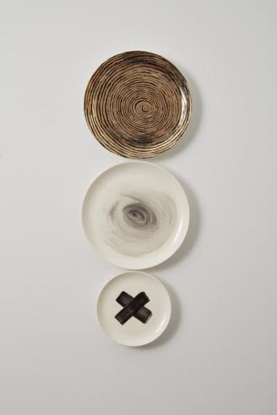 Bullseye / 2018 / glaze & 24K gold lustre on ceramic / wall mounted
